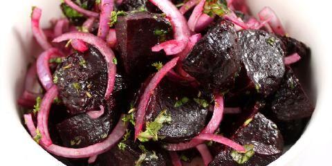 Saltbakte rødbeter - En oppskrift du kan bruke som tilbehør eller som en flott, rød middag!