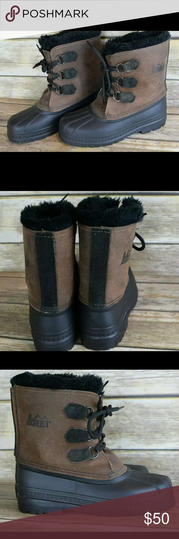 Sorel winter duck boots Womens winter REI sorel duck boots. Fur lined. Soze 6. Minimal wear noted, but no flaws. No trades please. Sorel Shoes Winter & Rain Boots