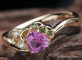 イチゴの実はピンクサファイアを使用した婚約指輪のオーダーメイド