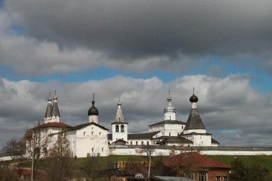 Внутренний двор Ферапонтовского монастыря