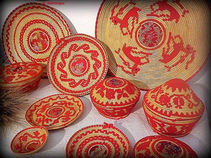 L'art des paniers sardes Photo par M. Marongiu En Sardaigne le tissage de paniers est un art