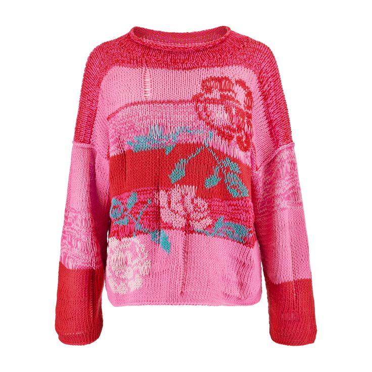 Karolina Scipniak / @karolina.scipniak  #knitwear #summerknitwear #pinkandred #roses #embroidery #pinksweater #cottonsweater