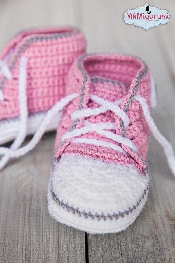 Babystiefel selber häkeln: Leg gleich los und hol Dir jetzt die Häkelanleitung für die süßen Baby-Booties. Sie sehen richtig gut aus und halten schön warm.