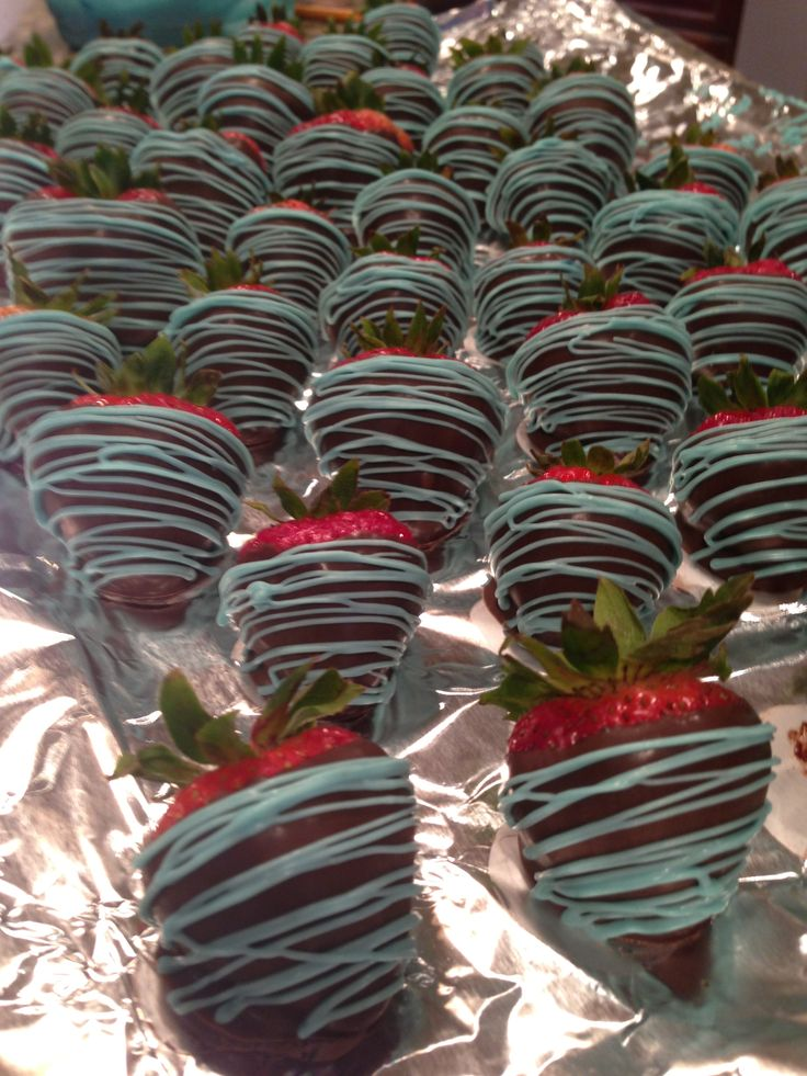 Boy baby shower chocolate strawberries :) I can make these... What do you think?! @April Cochran-Smith Lozoya