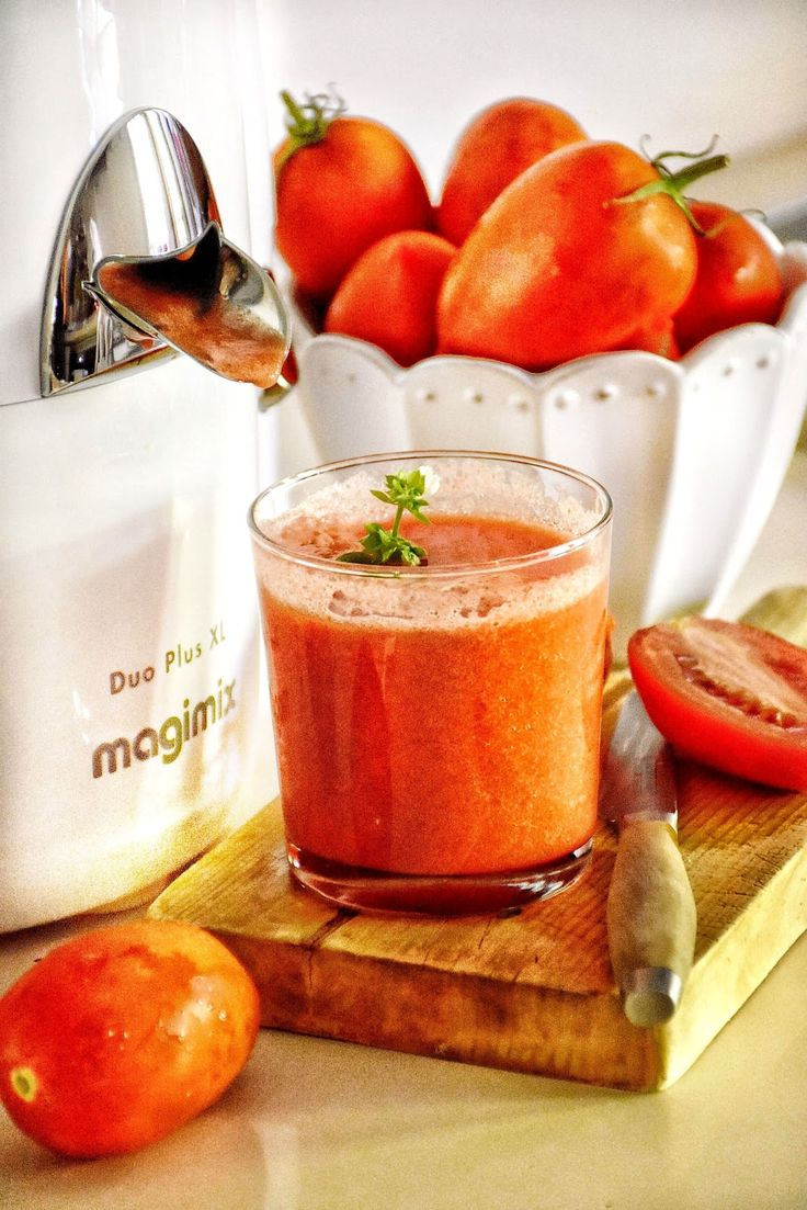 Zumo de tomate natural. magimix. licuadora.