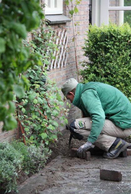 Het btw-tarief voor het aanleggen en onderhouden van tuinen is tijdelijk verlaagd naar 6%.