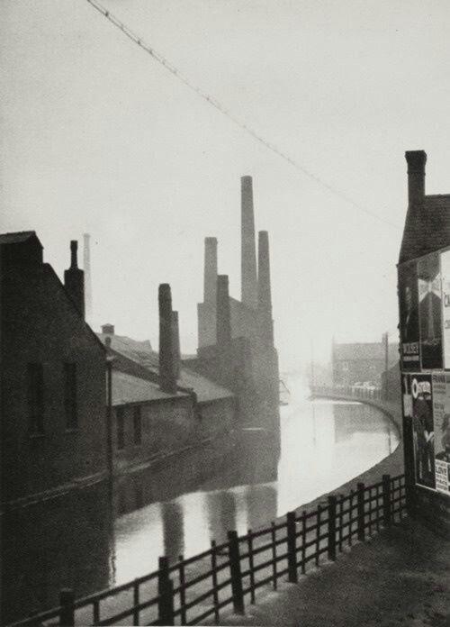 E.O. Hoppé - the Canal, Manchester, 1925