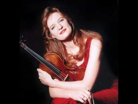Bach Partita No 3 BWV 1006 (III.Gavotte en Rondo) - Rachel Podger - YouTube