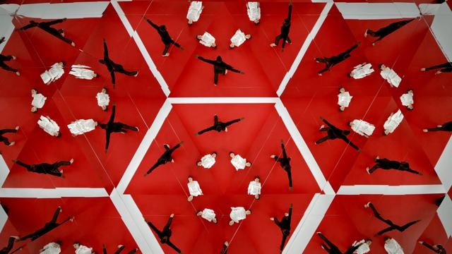 The Human Arabesque by Amsterdam Ad Blog. This intro for the TEDx summit in Doha, Qatar was created by We Ar Pi. The music is by Yasmine Hamdan. More info on www.amsterdamadblog.com.
