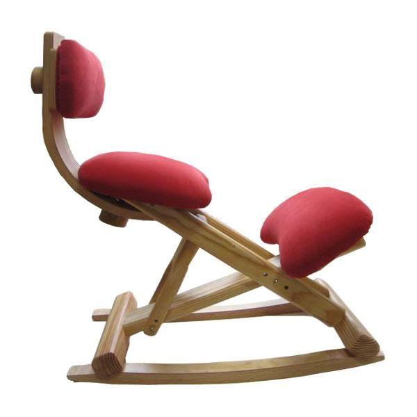 La silla ergonómica balancín es beneficiosa para el descanso ya que redistribuye de manera continua el peso y y aligera el esfuerzo que la columna debe realizar.