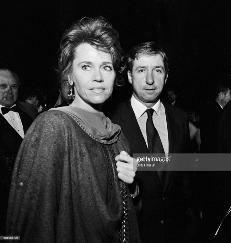 American actress Jane Fonda and husband, politician Tom Hayden (1939 - 2016), arrive at the Cinerama Dome for the premiere of the film 'Yentl,' Los Angeles, California, November 16, 1983.