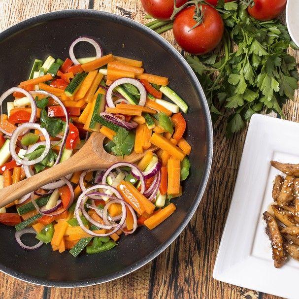 Wok especial para desinchar: A receita leva frango, carne ou peixe + mix de legumes! Ingredientes que você já tem em casa