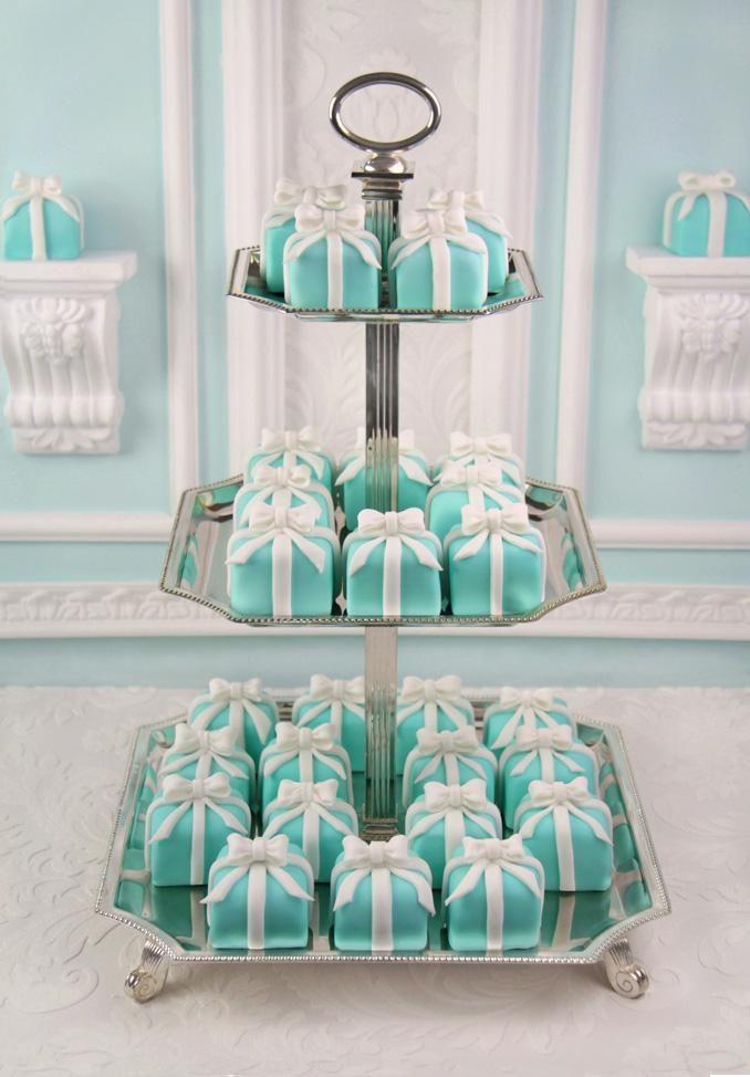 mini cake - tiffany blue