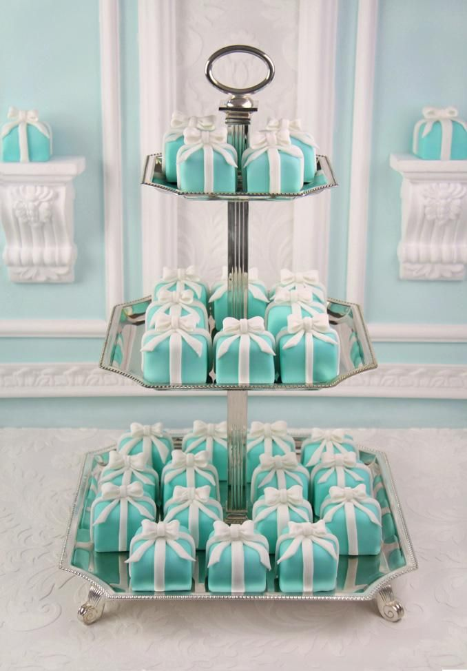 mini cake - tiffany blue