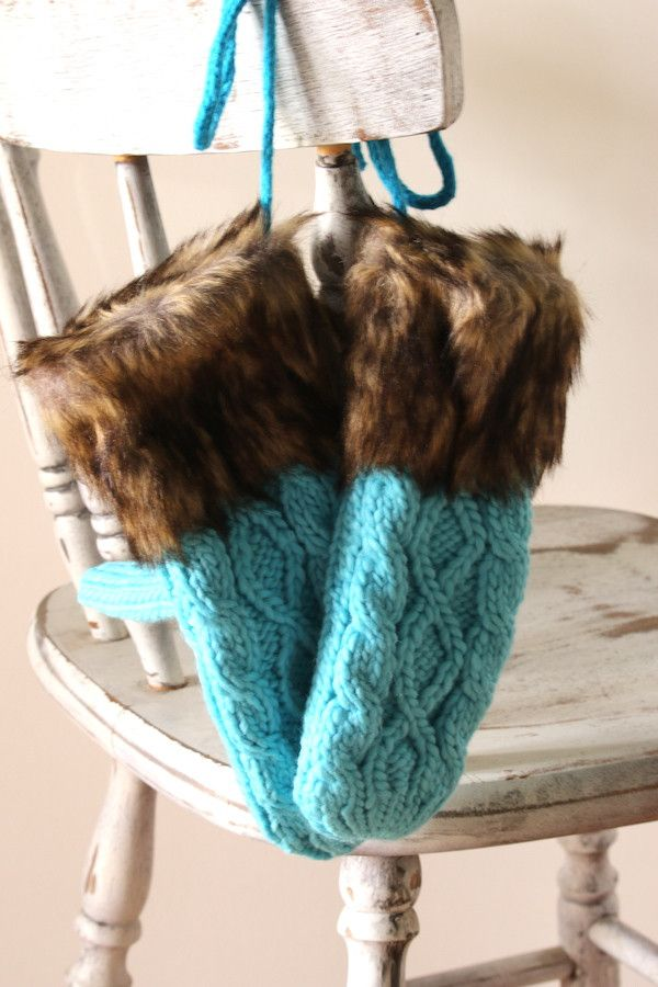 Keep those pretty little hands of yours cozy and warm this Winter with our amazing Knitted Mittens! The cable knit pattern combined with the fur trim will keep your hands warm all winter long.......an