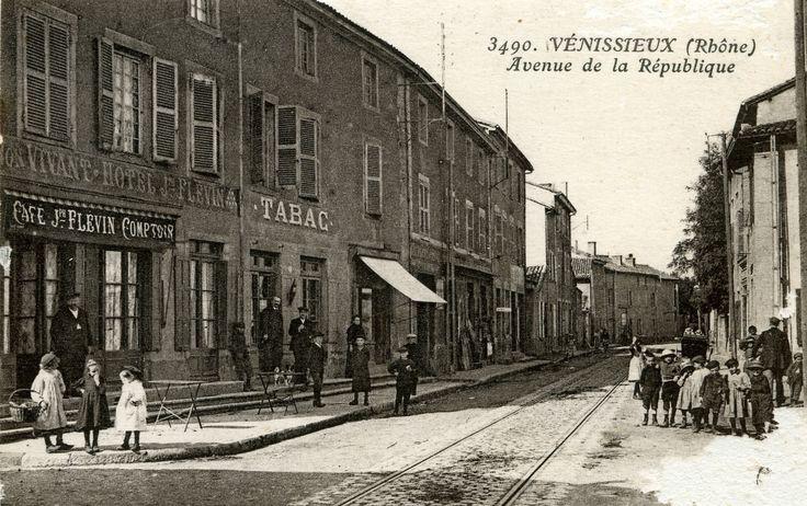 Vénissieux (Rhône) Avenue de la République