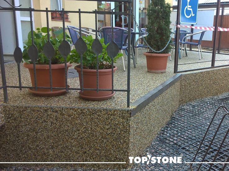 Zahrádka v restauraci v Olomouci - zrenovovaná říčním kamínkem TopStone Kréta našim certifikovaným realizátorem panem Komárkem. Krásné, poznáváte?? :) https://eshop.topstone.cz/kamenny-koberec-kreta-exterier.ht… #topstone #olomouc #terasa #restaurace #kamennýkoberec #kamínkovýkoberec #mramorovýkoberec #podlahabezespár #exteriér