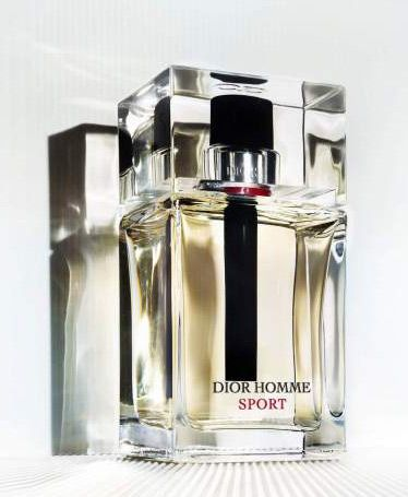 Dior Homme Sport. Smells like a delicious ginger mojito. Ginger and lime. Peppery and spicy. Summer scent.