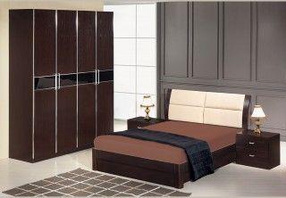 Κρεβατοκάμαρα με αποθηκευτικό χώρο-μπαούλο,2 κομοδίνα,τουαλέτα και καθρέπτη.