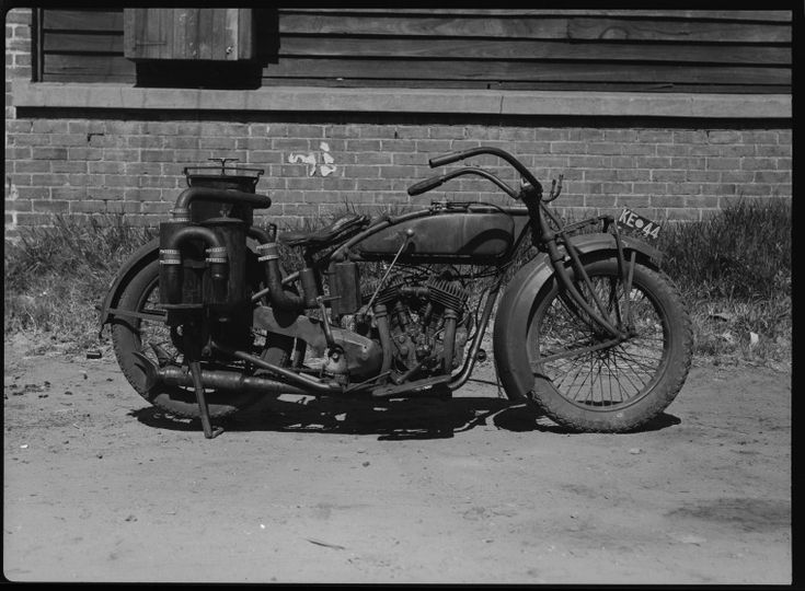 217620PD: Gas producer installed on a motorbike, ca. 1945.  http://encore.slwa.wa.gov.au/iii/encore/record/C__Rb3416409__Sd%3A%28machinery%29%20f%3Av__P0%2C6__Orightresult__U__X6?lang=eng&suite=def