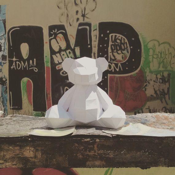 • Un téléchargement instantané numérique PDF fichier •  Modèle de bricolage pour créer une belle 3D des modèles d'ours en peluche.  Vous avez besoin: une imprimante, papier, couteau ou ciseaux et colle.  Taille du modèle final environ: 26 x 28 x 17 cm  Page d'instructions de base inclus. Si vous êtes coincé, n'hésitez pas à nous contacter pour d'aide!  L'artisanat heureux