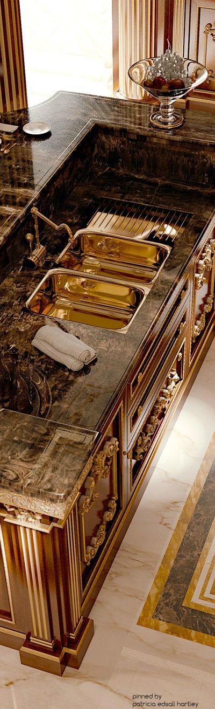 Luxury gold kitchen design #interiordesign #moderndesign #gold kitchen design, kitchen interior design, luxury homes . Visit www.memoir.pt