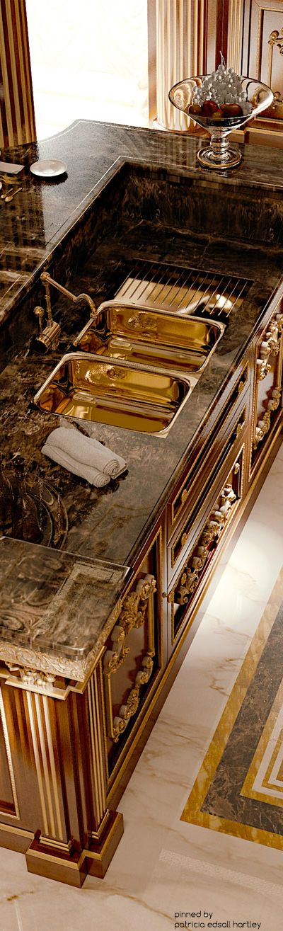 Luxury gold kitchen design #interiordesign #moderndesign #gold kitchen design, kitchen interior design, luxury homes . Visit www.memoir.pt