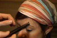 Bandeau large dans les cheveux - Coiffures, relooking, Modèle de coiffure, idées de coupes de cheveux, photo de coiffures - Prenez un bandeau très large et portez le bas sur le front afin de dissimuler une partie de la frange. Cette idée est intéressante, car la frange est traitée comme une mèche que l'on met sur le côté, ce qui change le visage...