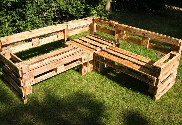 Eckbank aus Europaletten // bench made from wooden pallets by TIEFSEEFISCH via DaWanda.com