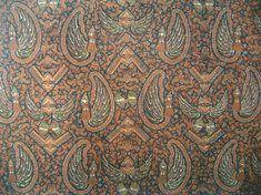 Nama motif : Bondhet Daerah : Kraton Surakarta Jenis Batik : Batik Kraton Dikenakan : Temanten Putri (malam pengantin) Makna : Dua jiwa menjadi satu