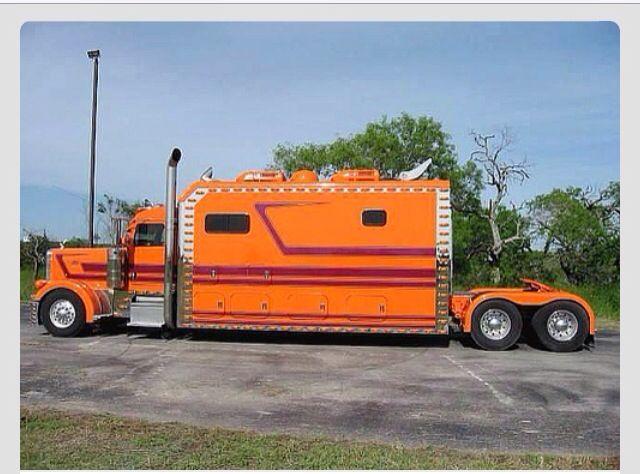 Semi trucksNow that is a sleeper & a half. www.batsbirdsyard.com = Bat…