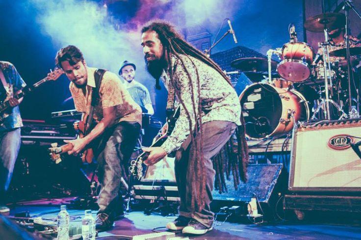 Bloco Os Negões IFÁ Afrobeat e Samba da Vela invadem o Pelô