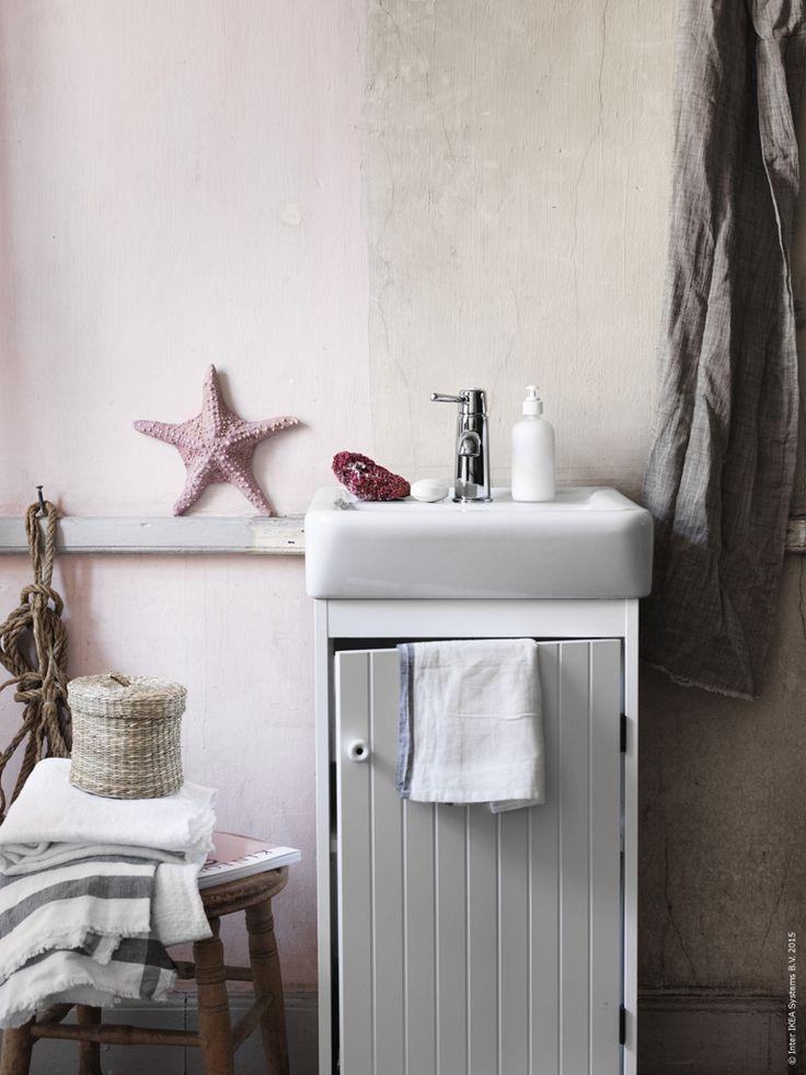 Tvättstället SILVERÅN / HAMNVIKEN är en nätt badrumsmöbel för det lilla…