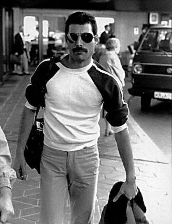 45 images pour redécouvrir Freddie Mercury