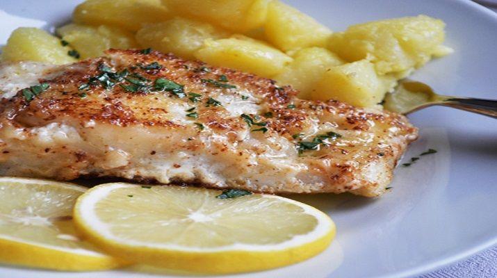 Ингредиенты: филе рыбы1 шт. масло сливочное50 г лимонный сок1 ч. ложка петрушка1 ч. ложка масло оливковое мука2 ст. ложки Приготовление: 1. Ничто не украшает белую рыбу так, как соус. Для трески мы предлагаем классический европейский вариант — микс из подрумяненного сливочного масла, лимонного сока и петрушки. 2. Треску смазать небольшим количеством оливкового масла, посолить, поперчить, …