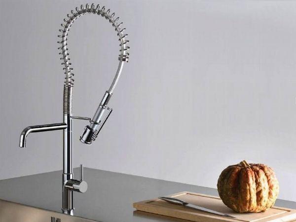 Il rubinetto della cucina è da cambiare? Seguite i nostri suggerimenti su marche, prezzi e procedure! http://www.arredamento.it/cambiare-rubinetto-cucina.asp #rubinetti #cucina #consiglicucina GROHE- Franke Italia