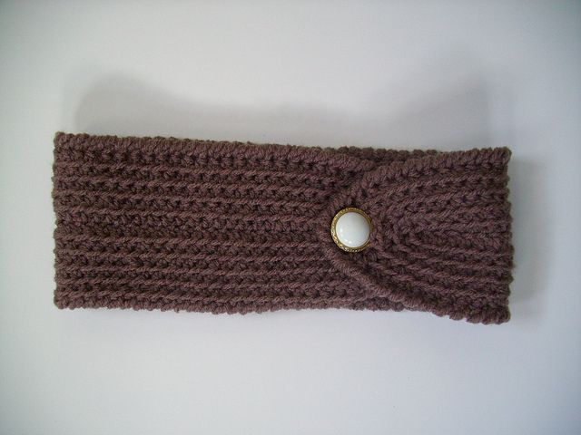 Free Crochet Pattern: Easy and Pretty Headband with Button ...