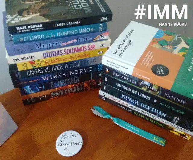 """IMM #119: En mi estantería  Primer IMM del año y justo antes de terminar enero. Son en total quince libros (más uno que está repetido y que pronto volará a la casa de alguno de mis fieles lectores). Hace mucho calor estoy sin aire porque están todos engripados en casa (menos yo) y me estoy embotando. Así que vamos directamente a lo bueno:  """"In my Mailbox"""" (IMM) o """"En mi estantería"""" es una sección en donde se sacan fotos de los libros que recibes cada semana (ya sean comprados ganados…"""
