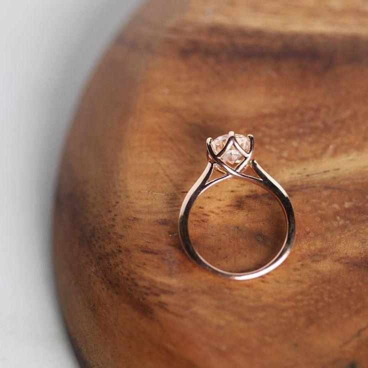 Beleza clássica e atemporal! 😍 💖 Que tipo de anel é definitivamente seu? . . R …   – 27dresses
