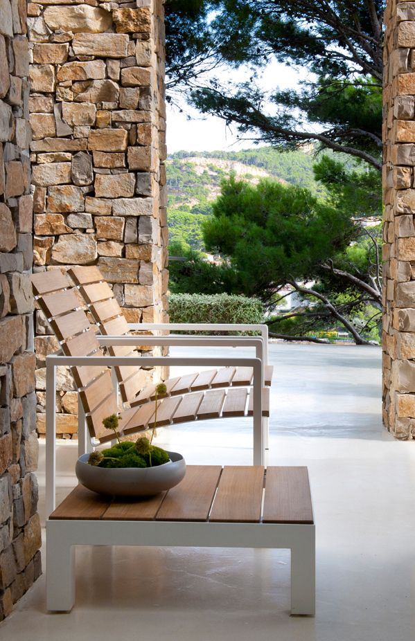 Natal Alu Teak easy chairs and side table from Tribù.
