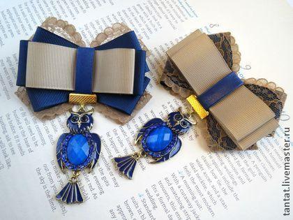 Ретро брошь Совушка.. Нежная винтажная брошь с подвеской-совой выполнена в синем и золотом цвете. Всегда неизменно притягивает взгляды окружающих. Можно носить на одежде как брошь,под воротником как галстук,на сумке и шляпе.