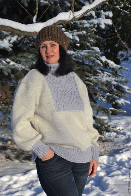 Купить или заказать Теплый зимний женский свитер 'Морозный блюз' в интернет-магазине на Ярмарке Мастеров. Мороз и солнце! День чудесный! Что может быть лучше прогулки в выходной день в лесу или парке! Когда зимнее солнышко выбивает миллионы искр с белейшего снега и когда щеки раскраснеются от морозца. Когда на улице красота неописуемая! Самое время утеплиться! В этом как нельзя лучше помогают зимние свитера. Ключевая идея дли этого свитера - Тепло и Уютно!