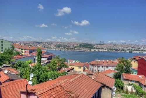 https://istanbulstreets.files.wordpress.com/2011/05/istanbul_halic_2011_05_14_1.jpg?w=500&h=335