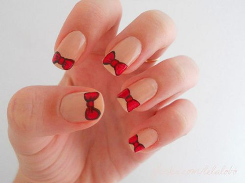 Hello Kitty bow nails
