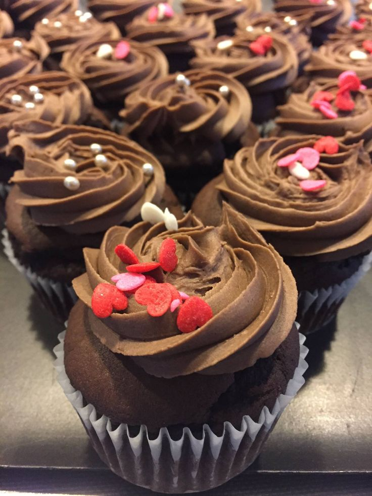Rach Vermeir from Queenstown GBB showing the love with these choc cupcakes
