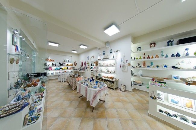 Megusto welcomes you to a new place in Tsilivi, Zakynthos. In Megusto shop you will find souvenirs, handmade ceramics, stylish bags and many small handmade items perfect for wall and desk decoration. Take advantage of its great prices and quality items and do your holiday shopping at Megusto.
