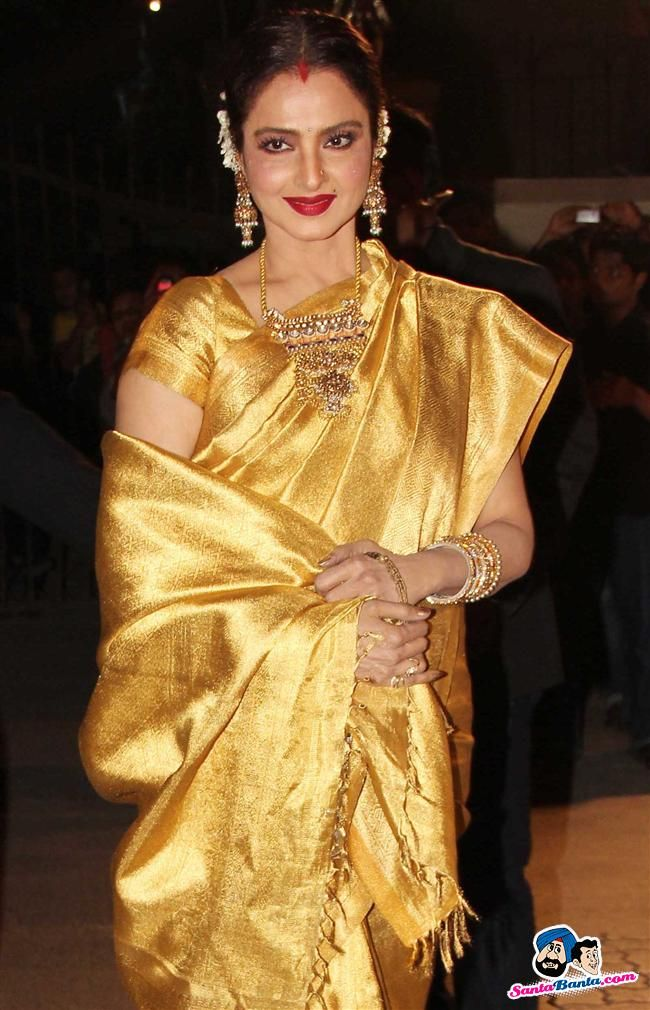 Filmfare Awards 2014, Rekha always love her in the silk Saree and south jewelry..,