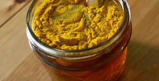 Miele e curcuma: un potente rimedio antibiotico naturale | Rimedio Naturale