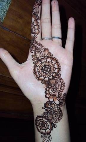 Round Mehandi Design On Hand