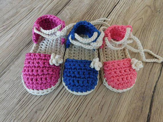 This listing is a crochet PATTERN for Baby booties N.103 Pattern includes directions on how to make this Baby Espadrille sandals  This Crochet Pattern is available for instant download after purchase. Include 3 sizes: 3-6months, 6-9 months and 9-12 months  Patterns are written in American Crochet terms and include 15 pages with many pictures.  If you know basic crochet stitches this is a very easy tutorial to follow. To make the sandals you will need: Cotton yarn (50gr/125m) in two colors…